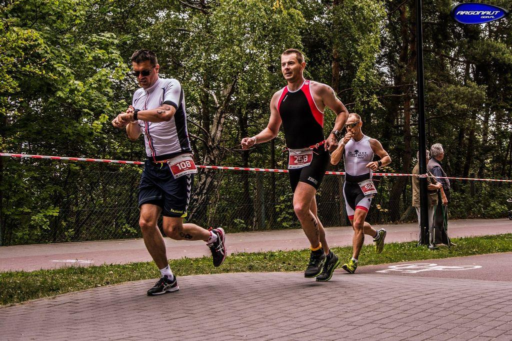 Autor podczas etapu biegowego Triathlon Gdańsk