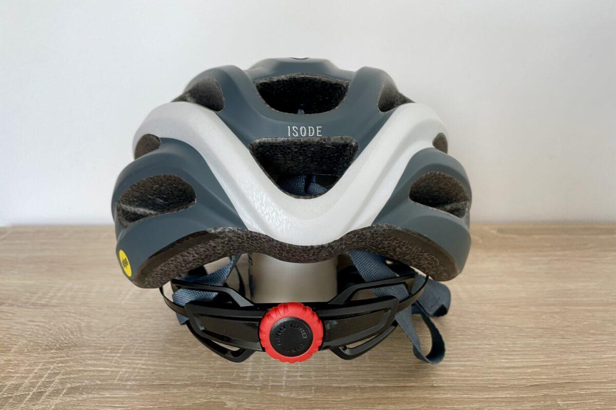 Giro Isode MIPS - widok od tyłu. Widoczne pokrętło do regulacji kasku.